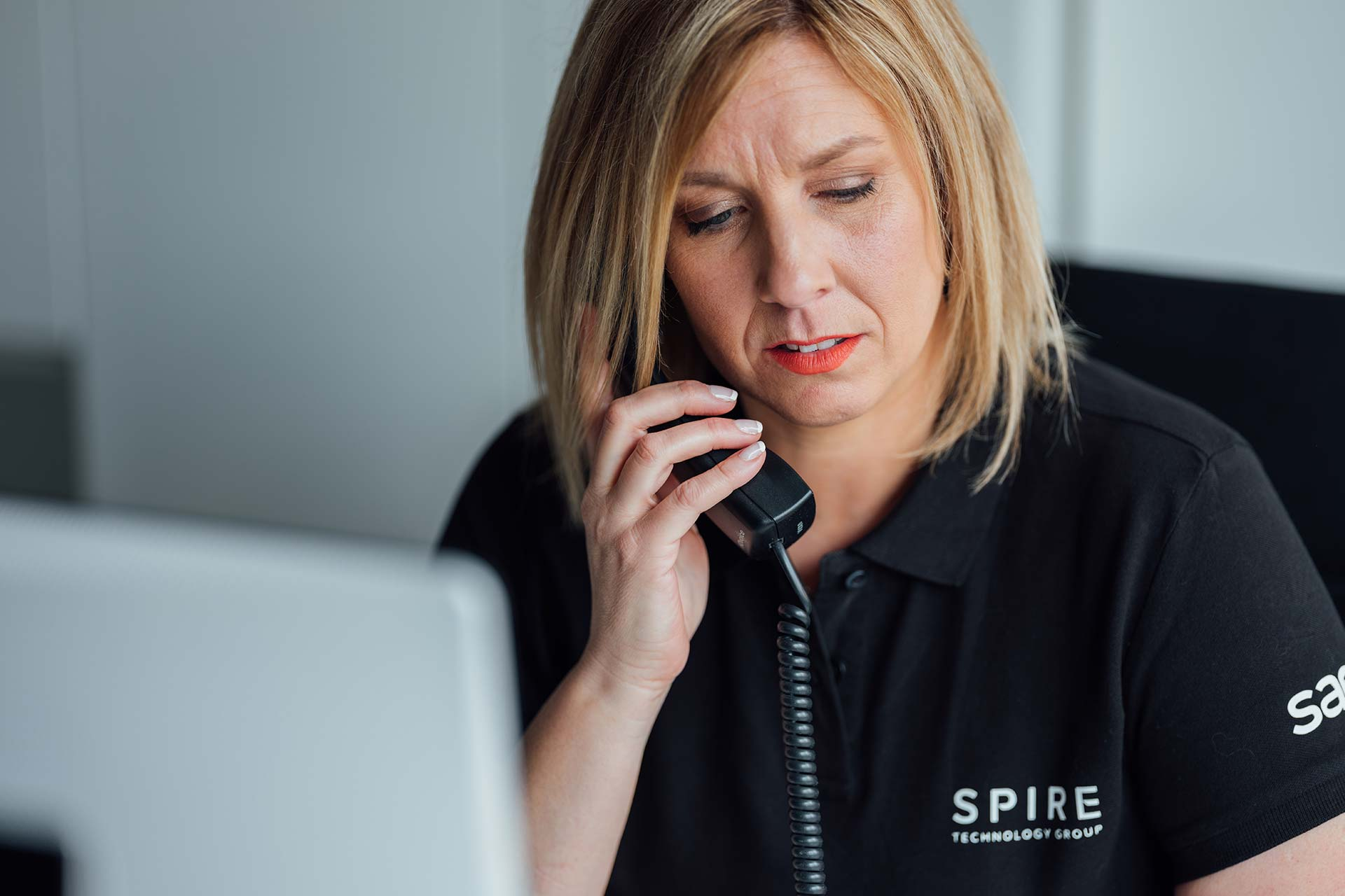 Spire call desk lady on phone